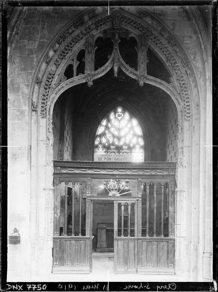 Intérieur : baie de la chapelle Saint-Jacques de Pontbriant