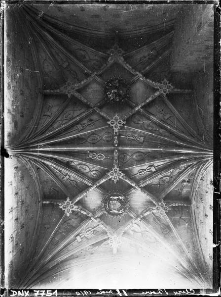 Intérieur : voûte à liernes et tiercerons dans la chapelle Saint-Jacques de Pontbriant