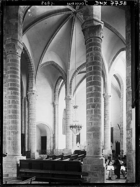 Intérieur : croisée du transept, rotonde et colonnes