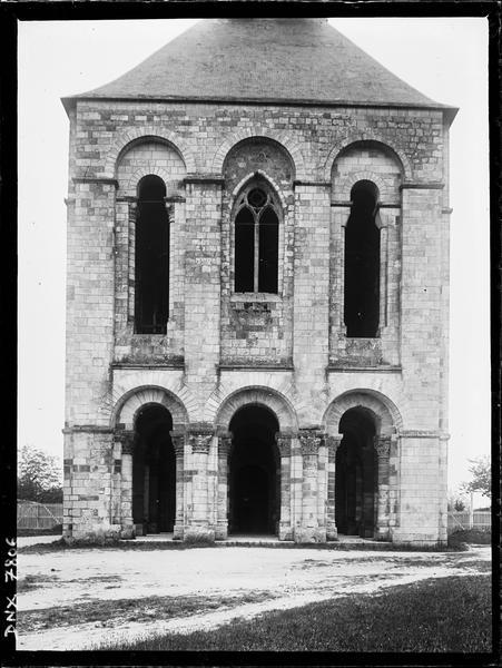 Narthex : façade ouest