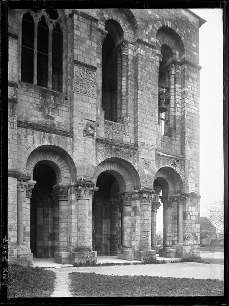 Narthex : façade nord