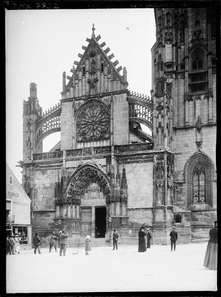 Façade ouest et partie du clocher