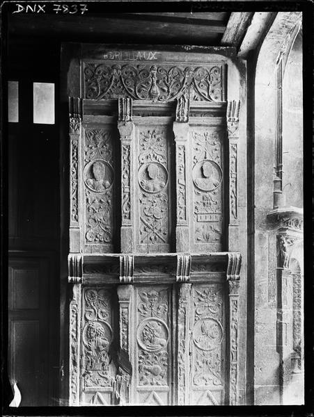 Portail de la façade ouest : vantail