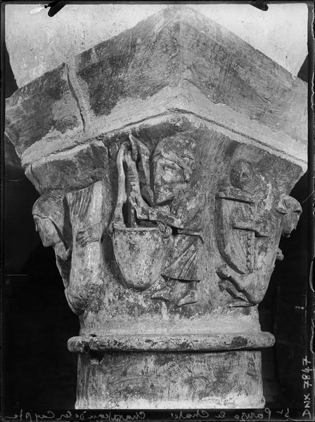 Chapiteau de la crypte : sirène, cuisinier et musicien