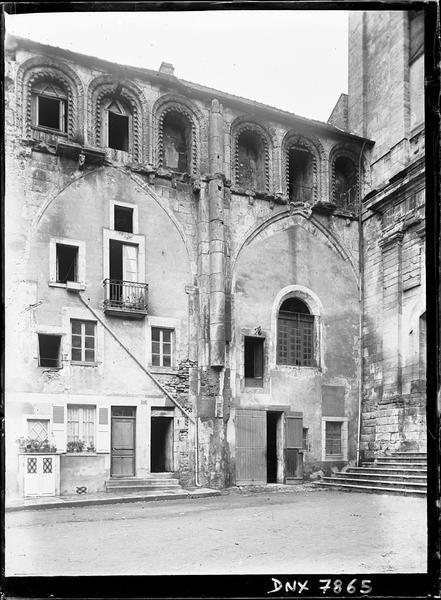 Façade sud : façade des habitations modernes et galeries hautes de l'ancienne nef