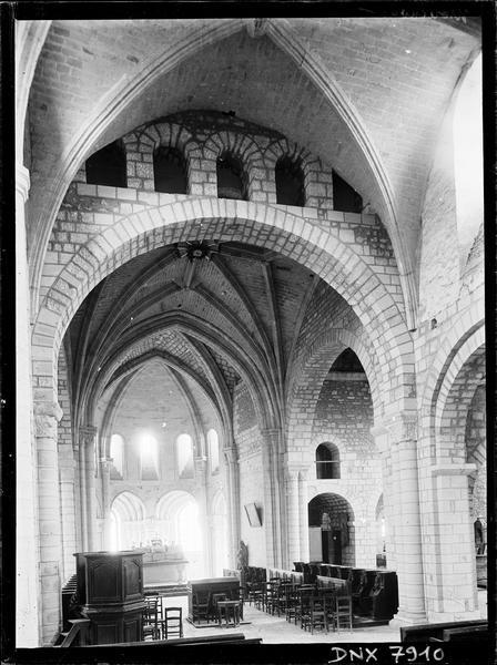 Eglise, intérieur : choeur vu de la nef