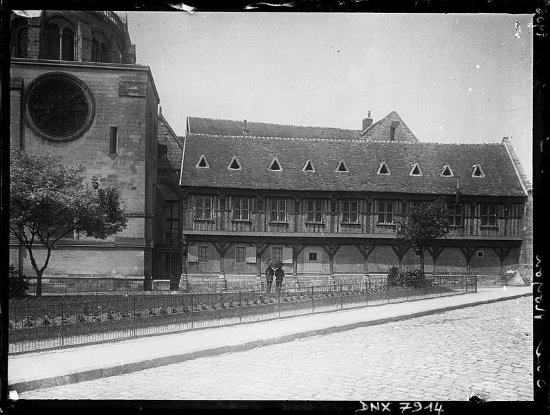 Bibliothèque : façade