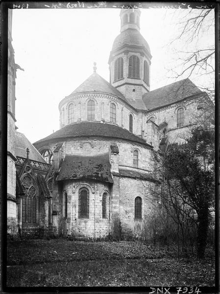 Abside de l'église et galerie entre l'église et la Sainte Chapelle