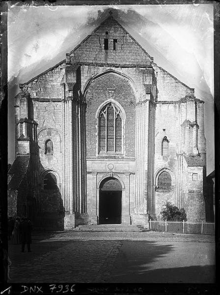 Eglise : façade ouest