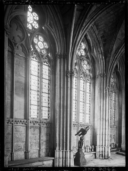 Galerie reliant l'église à la Sainte Chapelle : intérieur