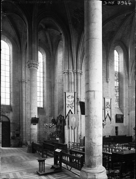 Eglise, intérieur : vue partielle du choeur