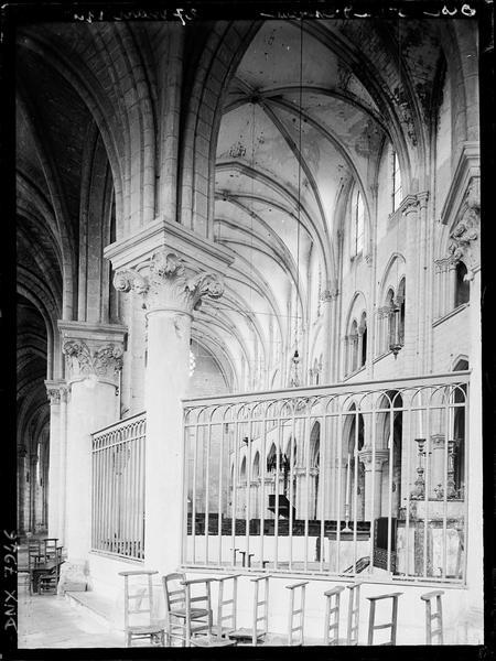 Eglise, intérieur : déambulatoire