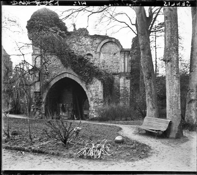 Ruines : arc brisé