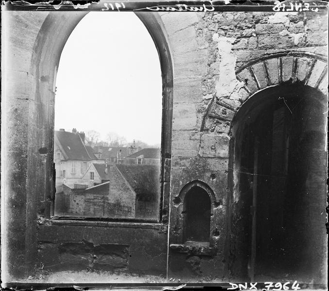 Ruines : fenêtre vers l'extérieur