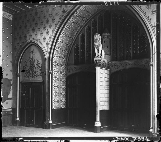 Intérieur : vestibule précédant la salle des Preux
