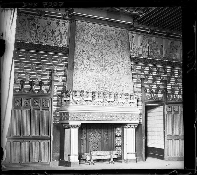 Chambre de l'Empereur : cheminée monumentale