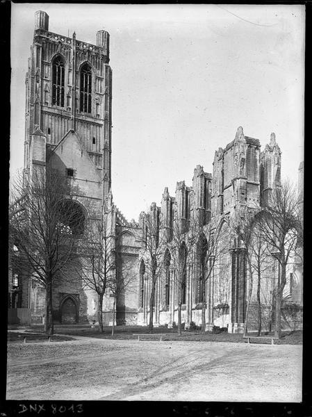 Eglise : clocher dit Tour Saint-Bertin et ruines du bas-côté nord