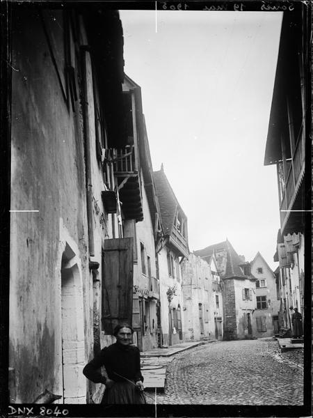 Rue bordée de vieilles maisons