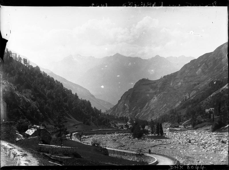 Paysage de montagne : route de Barèges