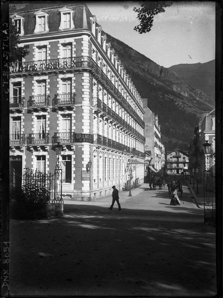 Angle des façades sur l'avenue et le boulevard