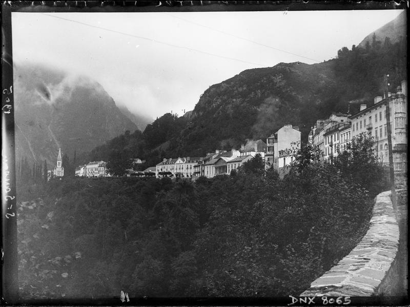 Vue générale de Saint-Sauveur-les-Bains en venant de Luz