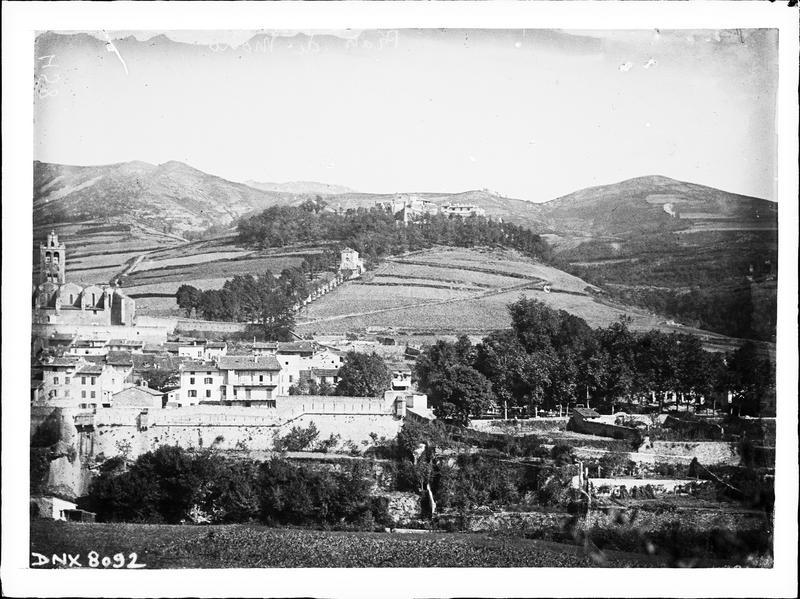 Détail de la ville, façade sud de l'église et ensemble sud du fort en arrière-plan