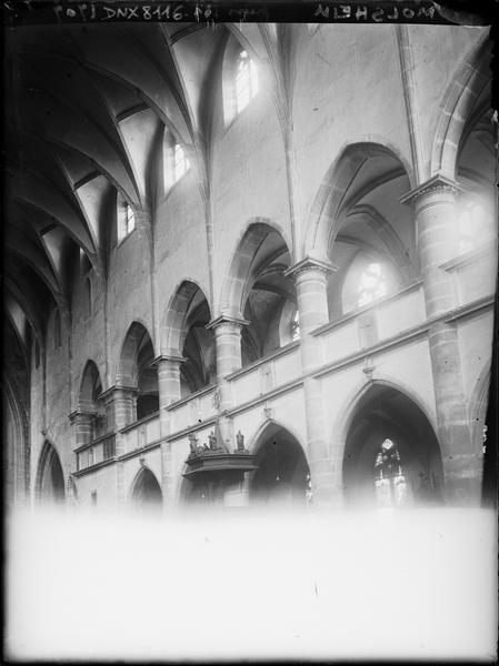Intérieur : côté nord de la nef vers l'entrée, parties hautes