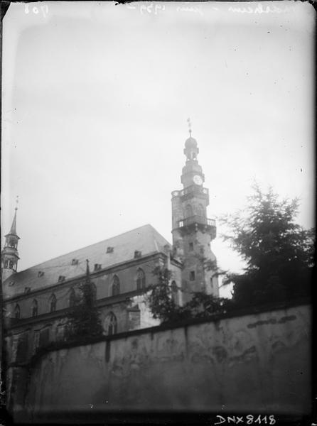 Partie de la façade nord et partie supérieure du clocher