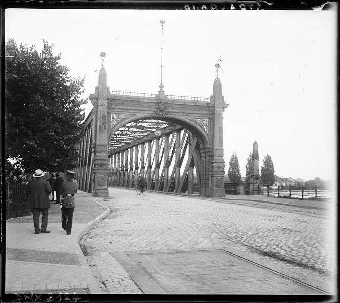 Entrée du pont prise de la route