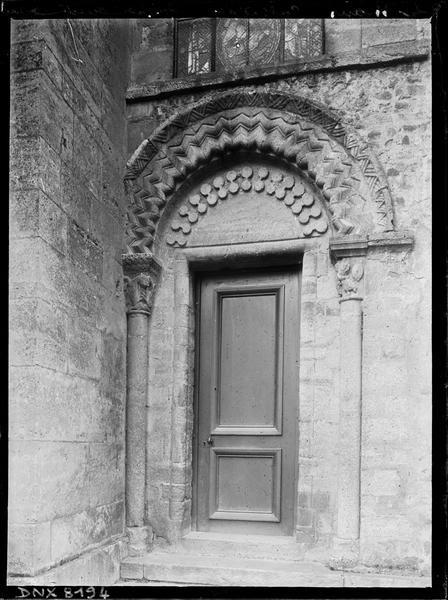 Façade ouest : porte latérale droite