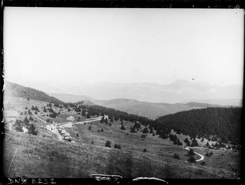 Paysage de montagne : vue prise du sommet du Mont Revard