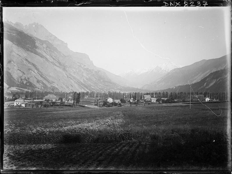 Paysage de montagne : vallée