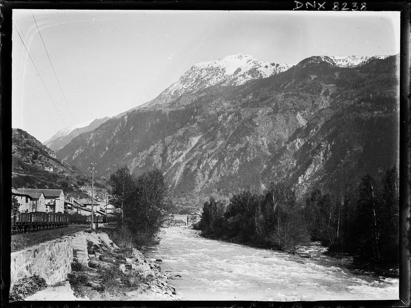 Paysage de montagne : les bords de l'Arc