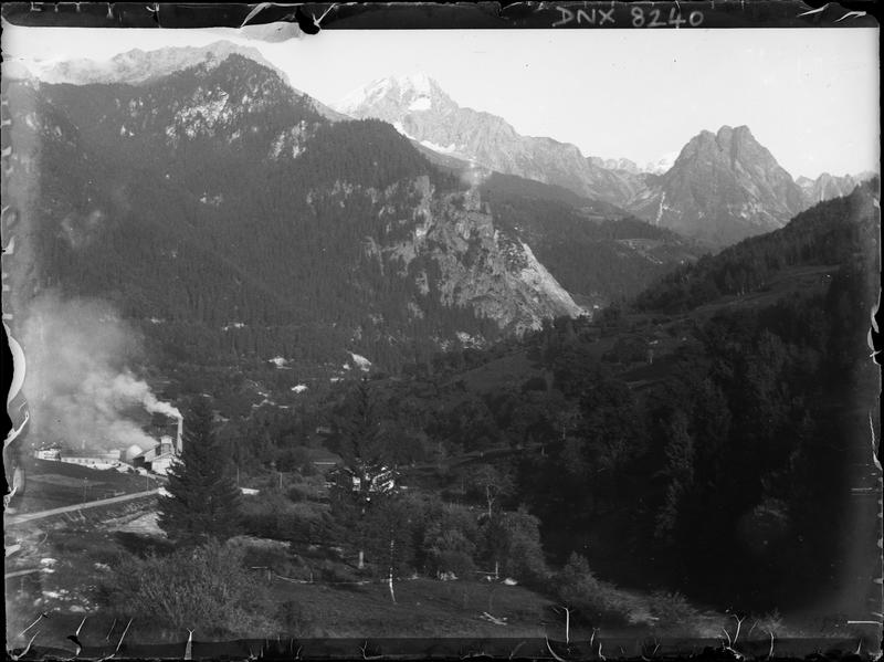 Paysage de montagne : usine