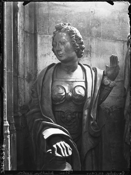 Chapelle du Sépulcre : statue provenant de l'ancienne abbaye de Jumièges