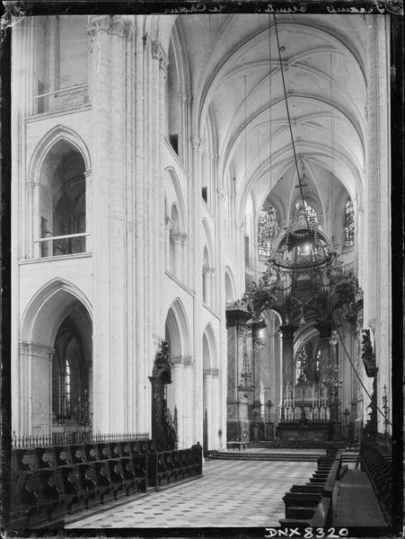 Eglise abbatiale, intérieur : choeur, vue diagonale