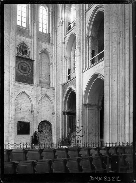 Eglise abbatiale, intérieur : croisillon nord pris du choeur