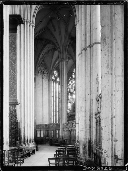 Eglise abbatiale, intérieur : déambulatoire au sud-est