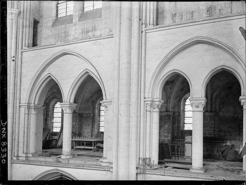 Eglise abbatiale, intérieur : tribunes