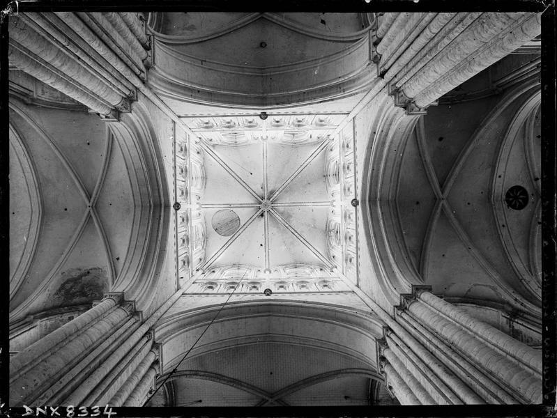 Eglise abbatiale, intérieur : voûte de la tour lanterne