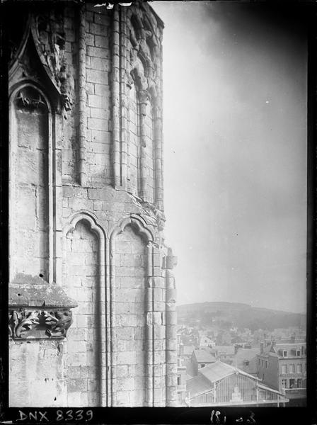 Détail de l'abside côté sud : tourelle