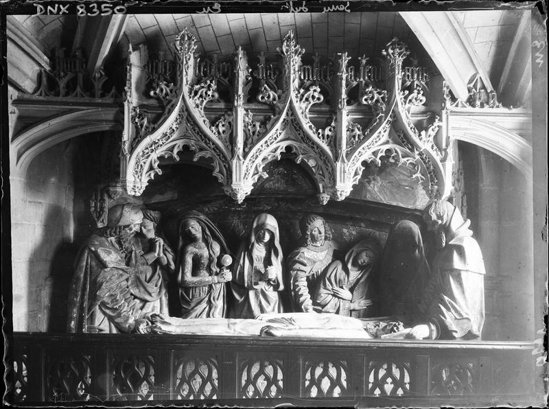 Intérieur, groupe sculpté dans la chapelle du Sépulcre : Mise au tombeau