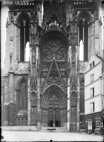 Croisillon sud : tours, rose et portail de la Calende