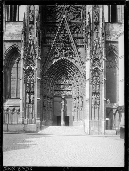 Croisillon sud : portail de la Calende