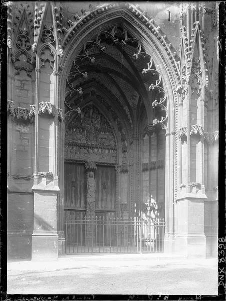 Croisillon sud : porche des Marmousets, vue diagonale