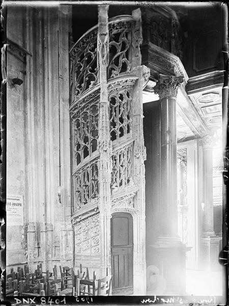 Intérieur : escalier des orgues