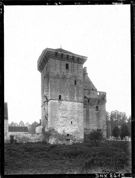 Donjon et ancien logis, façade ouest