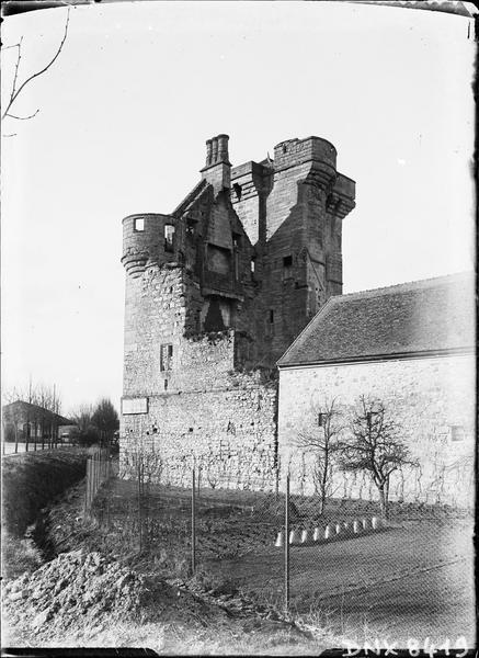 Donjon et ancien logis au sud-est