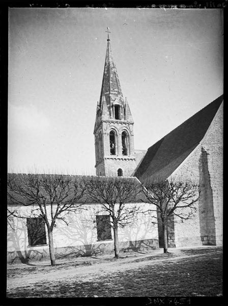 Partie gauche de la façade ouest et clocher