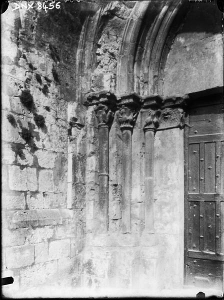 Eglise abbatiale : façade ouest, ébrasement gauche du portail latéral gauche